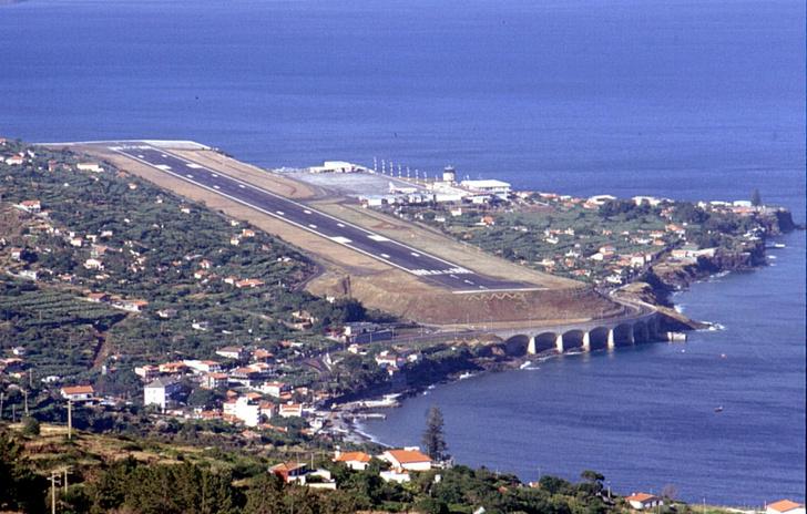 Фото №6 - Приготовьтесь к посадке: 18 cамых опасных аэропортов мира