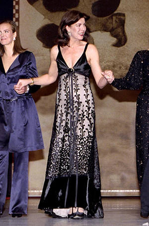 Фото №18 - Модный реверанс: принцессы и королевы в нарядах своих мам и свекровей