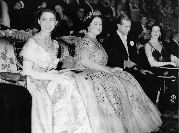 Фото №4 - Начало большой любви: первое совместное фото Елизаветы и принца Филиппа