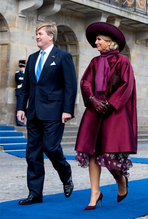 Фото №14 - Марсала, сангрия, марон: как королевские особы носят винные оттенки
