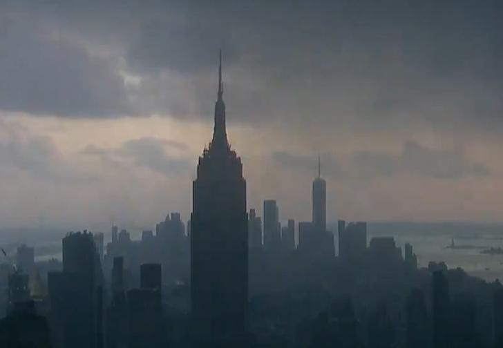 Фото №1 - Снежный шквал накрывает Нью-Йорк (видео)