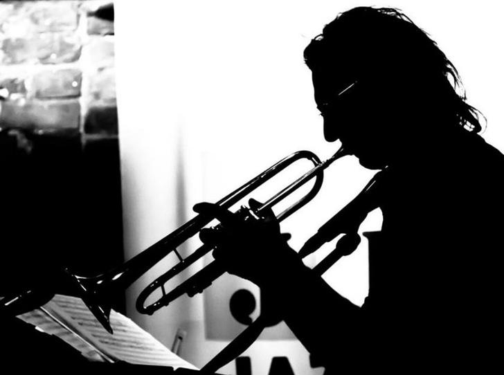 Фото №2 - «Бродский Drive»: лето и джаз в саду Фонтанного Дома