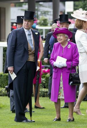 Фото №6 - Любимый сын: как особое отношение Королевы к принцу Эндрю привело его к краху