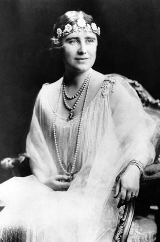 Фото №8 - Какую тиару Елизавета II одолжит Меган Маркл на свадьбу: делаем ставки