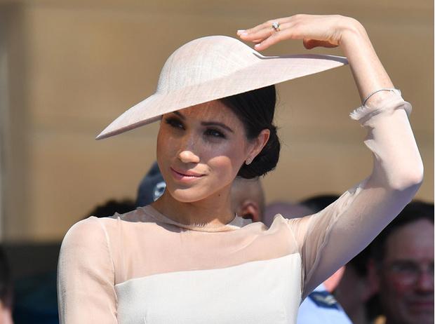 Фото №2 - От мини до вечерних костюмов: как герцогиня Меган переписывала правила королевского стиля