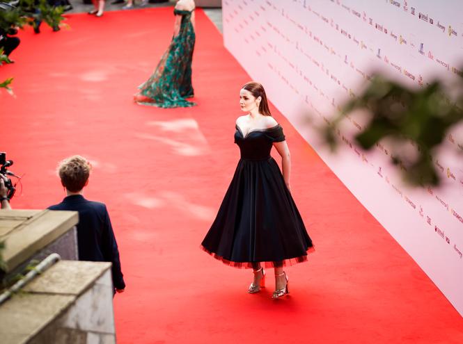 Фото №2 - Кинотавр-2019: 10 лучших образов церемонии открытия