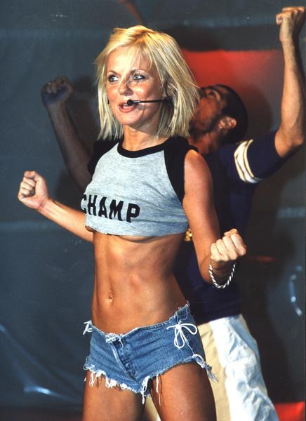 Фото №7 - Золотой зуб, блестки и эпатаж: как изменились солистки группы Spice Girls