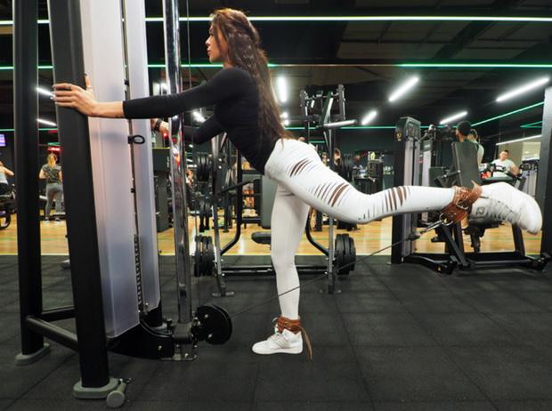 Фото №8 - Пять лучших тренажеров для тренировки ягодиц (упражнения прилагаются)