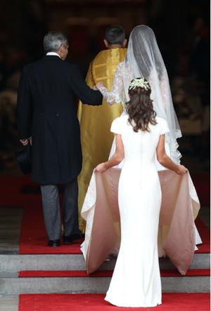 Фото №4 - Трагедия для невесты: почему герцогиня Кейт плакала из-за своего свадебного платья