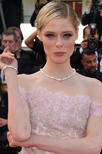 Фото №13 - Канны-2017: лучшие beauty-образы 5-го дня кинофестиваля