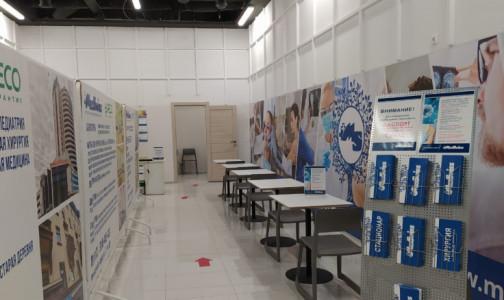 Фото №1 - В торговых центрах Петербурга начинают прививать от коронавируса. Осмотр терапевта и вакцинация - бесплатные