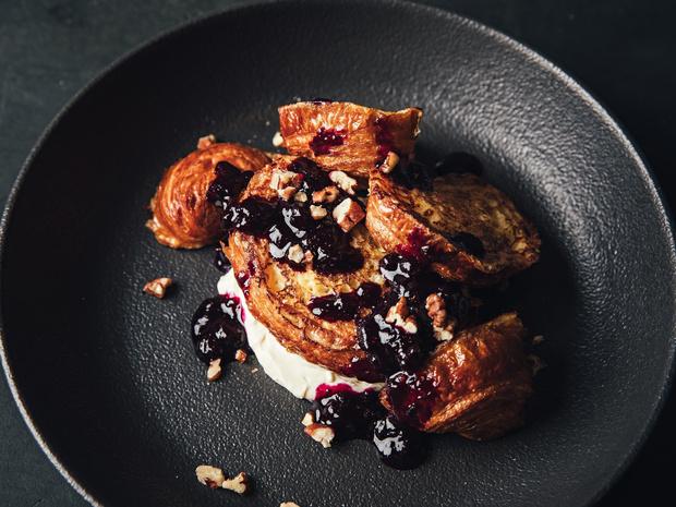 Фото №6 - Сэндвич-круассан: 5 необычных и вкусных идей для завтрака