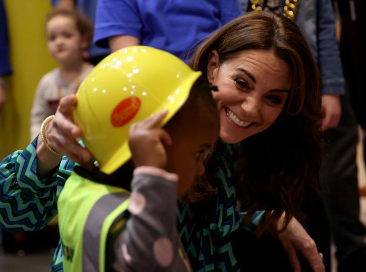 Фото №2 - Подарок Уильяма? Поклонники обсуждают новое украшение герцогини Кейт