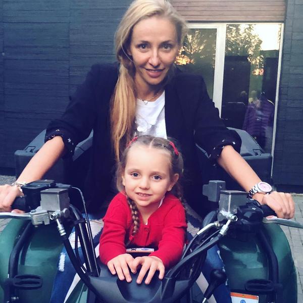 Фото №1 - Татьяна Навка показала домашнюю тренировку 5-летней дочки: видео