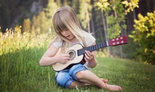 Фото №1 - Ученые: увлечение музыкой помогает подросткам добиваться больших успехов в школе