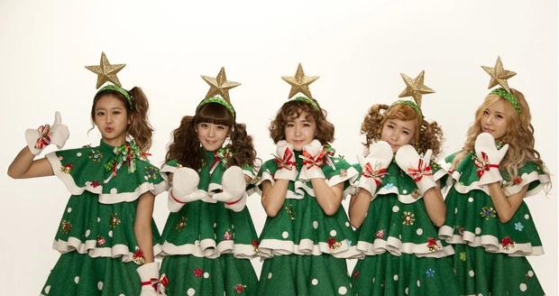 Фото №11 - Санта в шоке: Самые зажигательные рождественские наряды k-pop айдолов