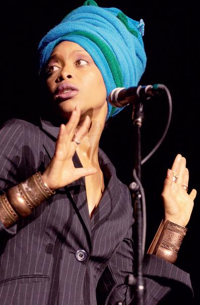 Певица Эрика Баду, 2005.