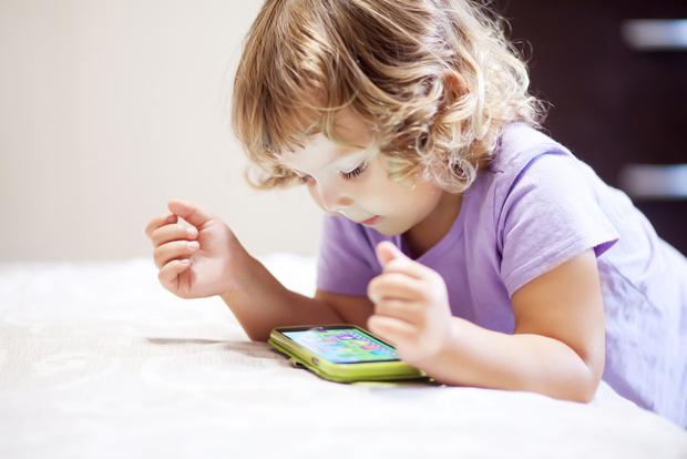 Фото №1 - Доктор Курпатов: почему нельзя давать гаджеты детям до 3 лет