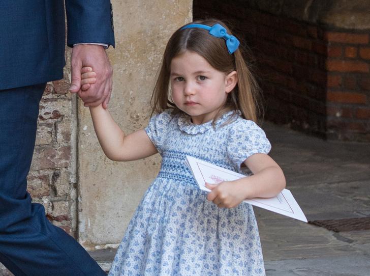 Фото №1 - «Он не пойдет»: принцесса Шарлотта поставила фотографов на место