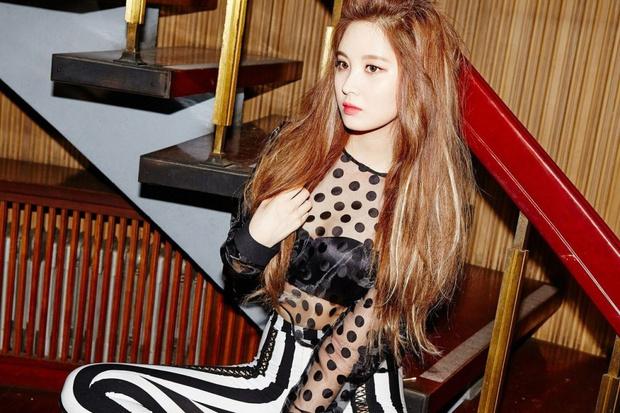 Фото №11 - K-pop style: 13 образов девушек-айдолов, рискнувших надеть просвечивающую одежду