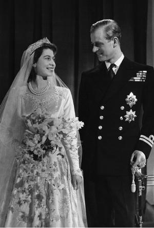 Фото №3 - Связь поколений: кто еще выходил замуж в тиаре принцессы Беатрис