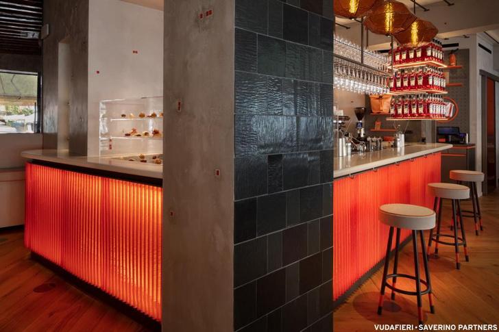 Фото №5 - Новый бар Aperol в Венеции по проекту Vudafieri-Saverino Partners