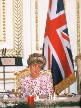 Фото №4 - Плачущая Диана и беспомощный Чарльз: как Уэльские «опозорили» Британию в туре по Южной Корее