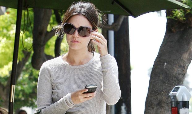 Фото №1 - Рейчел Билсон не расстается с сумкой от Chanel