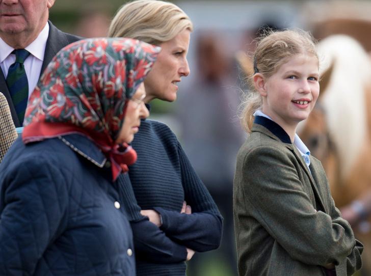 Фото №2 - Как любимая внучка Елизаветы II узнала о том, что ее бабушка – королева