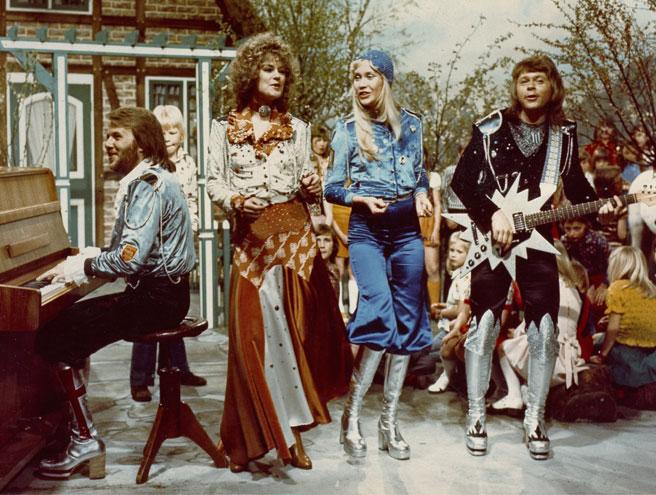 Фото №4 - Эстетика 70-х: 10 босоножек на платформе для яркой вечеринки