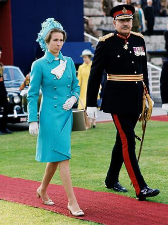 Фото №33 - Одним цветом: как королевские особы носят монохромные образы— 30 вдохновляющих примеров