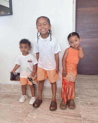 Фото №1 - В тренде с пеленок: как одеваются дети голливудских звезд— Шейк, Дженнер и других