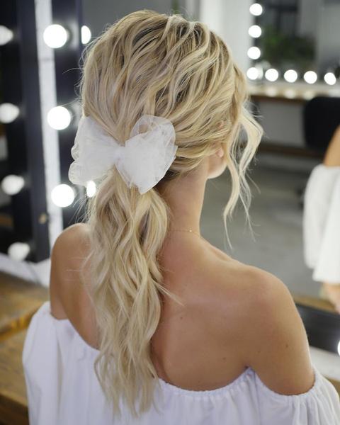 Фото №5 - Свадебные тренды-2020: 57 идей стильных причесок и укладок