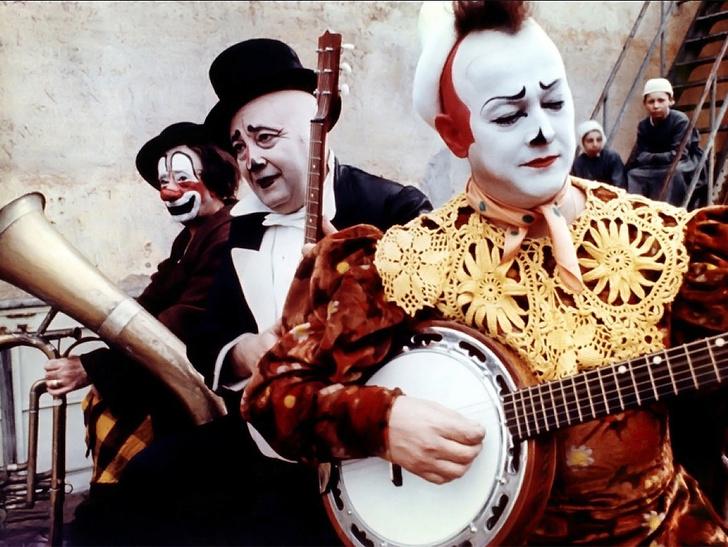 Кадр из фильма «Клоуны» (1970), где использована музыка Нино Рота