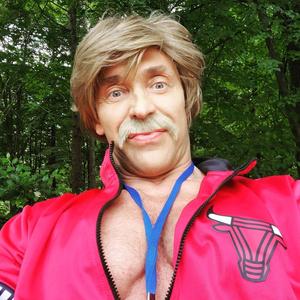 Фото №2 - Тарзан состарил себя усами и стал похож на Халка Хогана