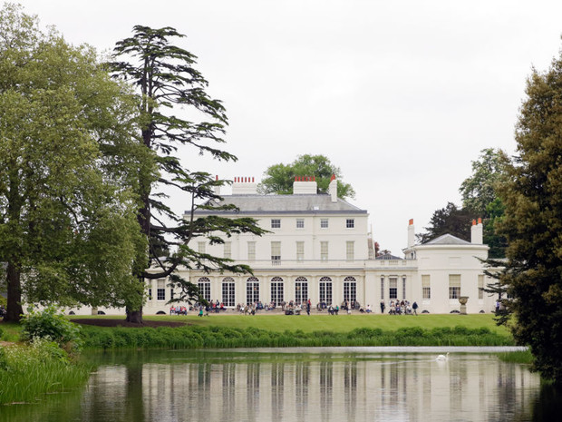 Фото №2 - Неслучайные совпадения: как выбор резиденции Сассекских предсказал их судьбу в королевской семье