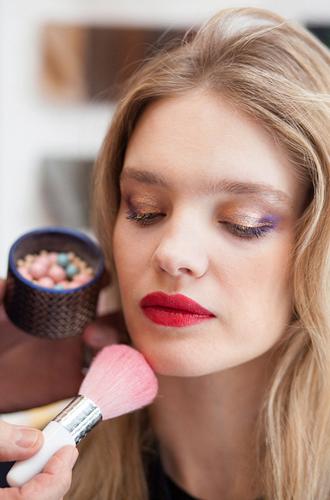 Фото №7 - Как повторить праздничный макияж Натальи Водяновой от Guerlain