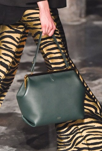 Фото №14 - Самые модные сумки осени и зимы 2020/21