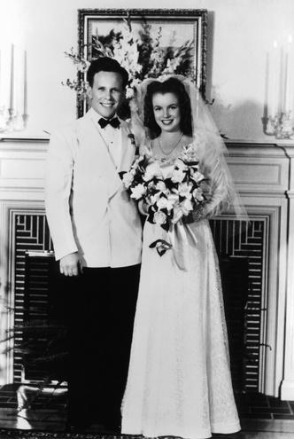 Фото №10 - Как выходили замуж легенды Голливуда: самые красивые ретро-фотографии