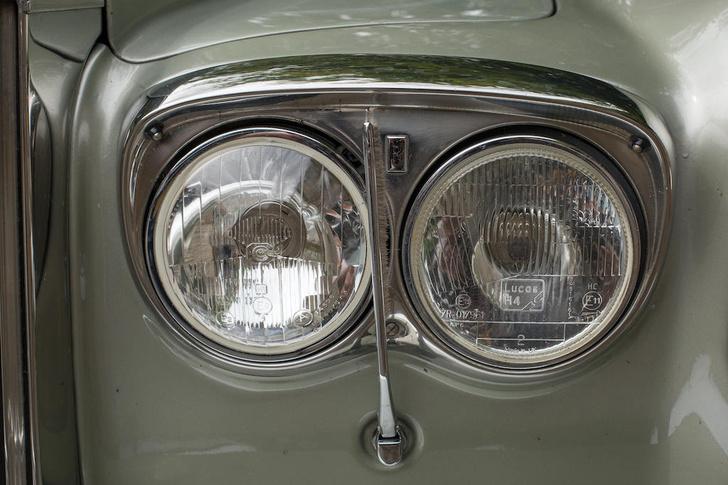 Фото №1 - Устрашающие набалдашники и душ в багажнике: 10 автомобильных опций, канувших в Лету