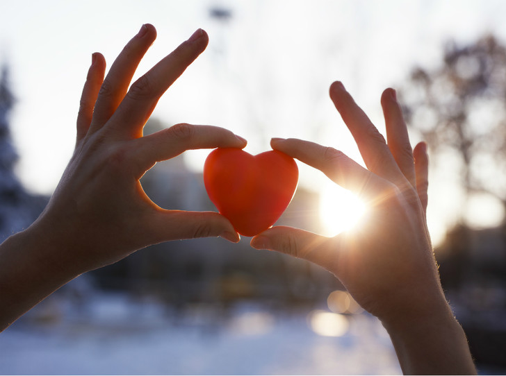 Фото №1 - Добрые дела: кому и как можно помочь перед Новым годом