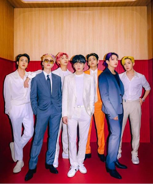 Фото №1 - BTS рассказали, с какими песнями хотели бы выступить вживую