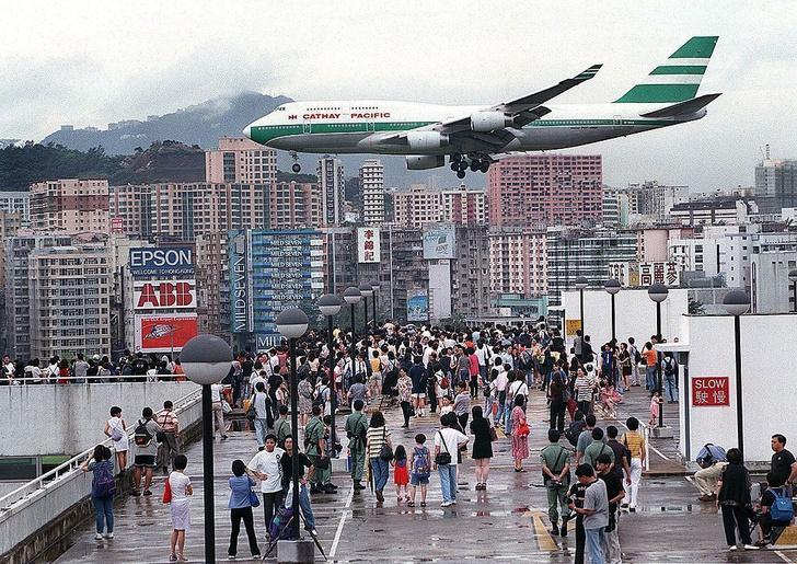 Фото №1 - Самый опасный аэропорт в мире: история Кайтака