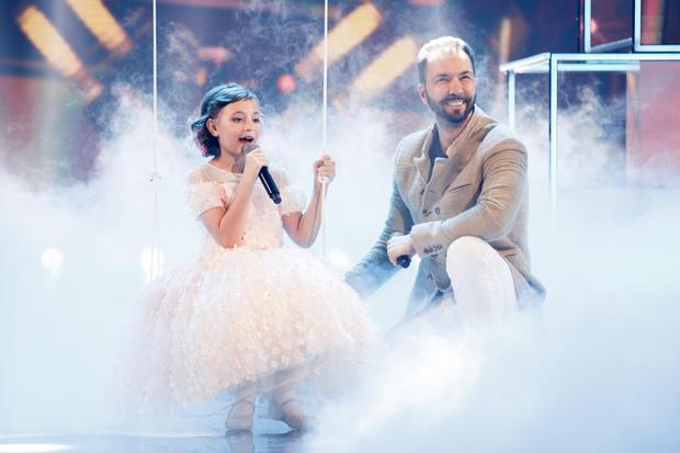 Фото №1 - Дочь Славы в ультрамини, Дава с накрашенными ногтями и другие артисты выступили на детской премии