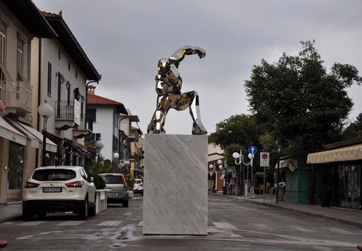 Фото №1 - В Италии установили четырехметровый памятник Тони Старку (фото)