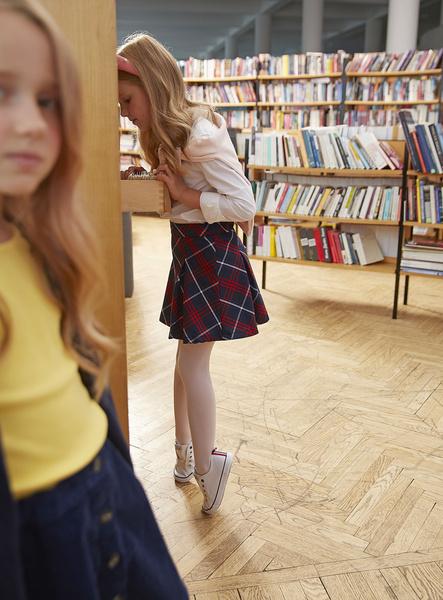 Фото №2 - Прийти в форму: как подобрать школьный образ, который понравится и маме, и директору, и ребенку