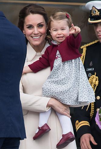 Фото №16 - Фирменные позы и жесты королевских особ (а вы замечали?)
