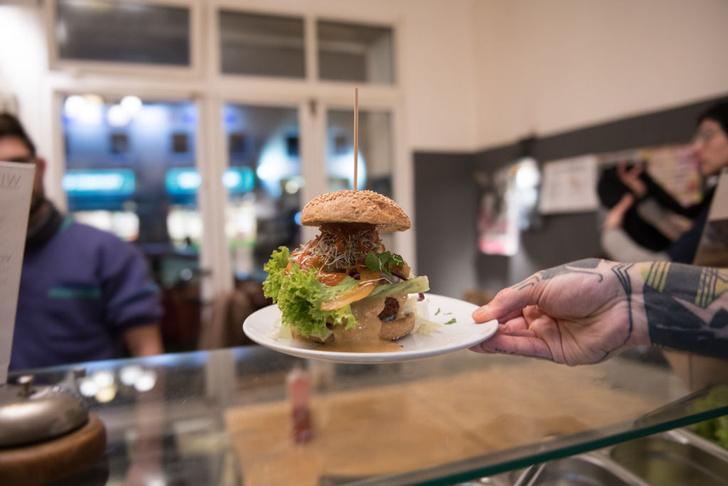 Фото №1 - Как скорость приема пищи влияет на фигуру