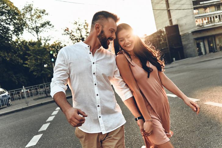 Фото №2 - Куда смотрит мужчина, когда женщина ему действительно нравится
