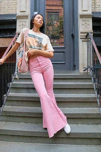 Фото №2 - С чем носить джинсы клеш: 12 модных идей на весну 2021